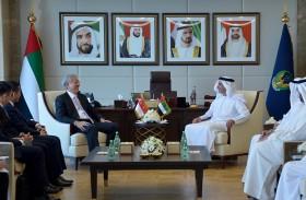 سيف بن زايد يلتقي نائب رئيس الوزراء السنغافوري