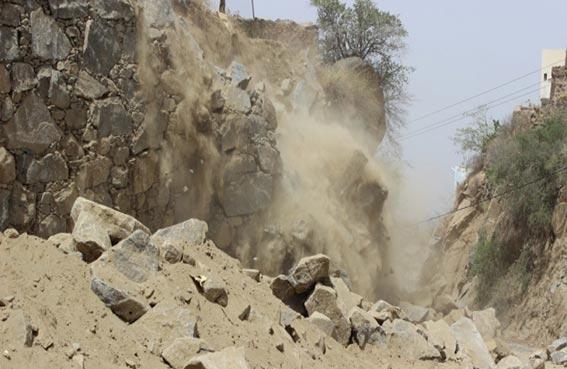 نجاة سياح من انهيار جبل