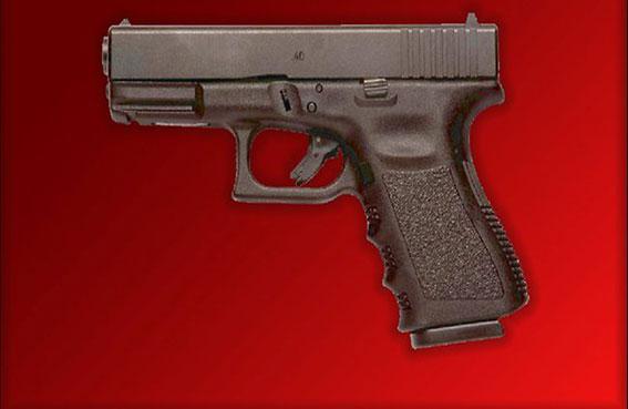 تعويض شرطيتين بسبب حجم مسدّسيهما