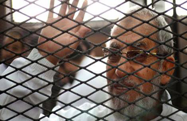 محكمة مصرية تعيد أوراق مرشد الإخوان للمفتي