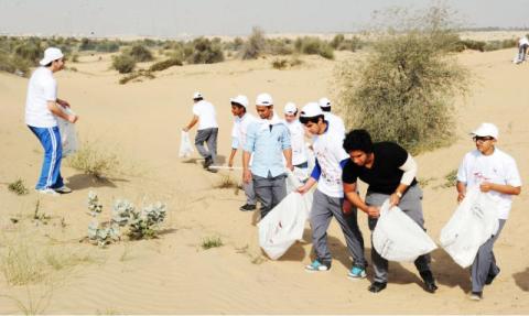 بلدية دبي تختتم حملة نظافة المناطق الصحراوية بجمع 410 أطنان من النفايات