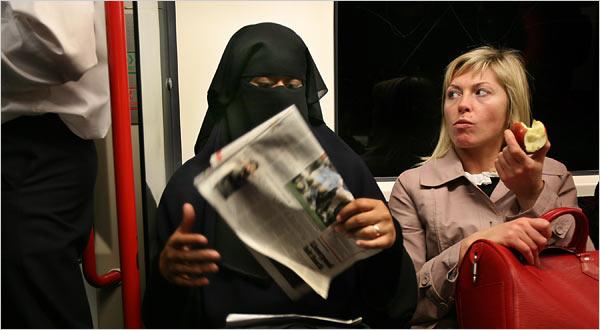 النساء الأكثر تعرضاً للاعتداءات بسبب الاسلاموفوبيا في بريطانيا