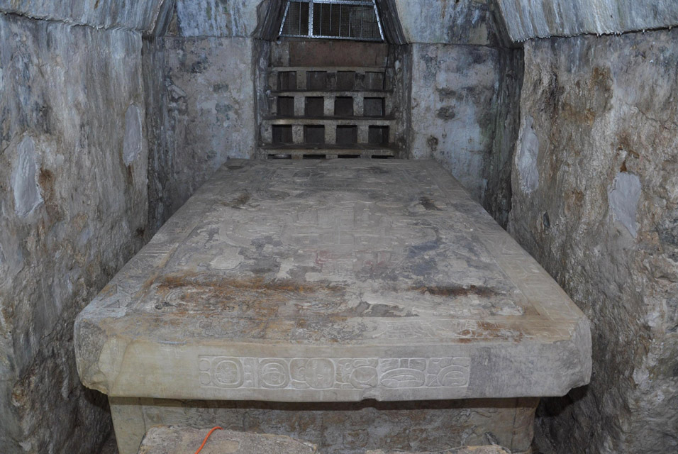 إكتشاف تابوت فرعوني