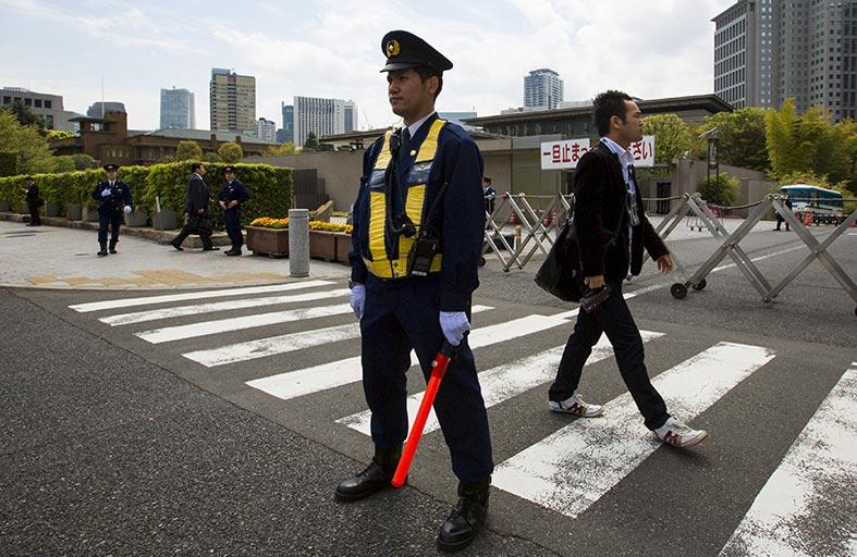 توقيف ياباني مسؤول عن طائرة تحمل إشعاعات
