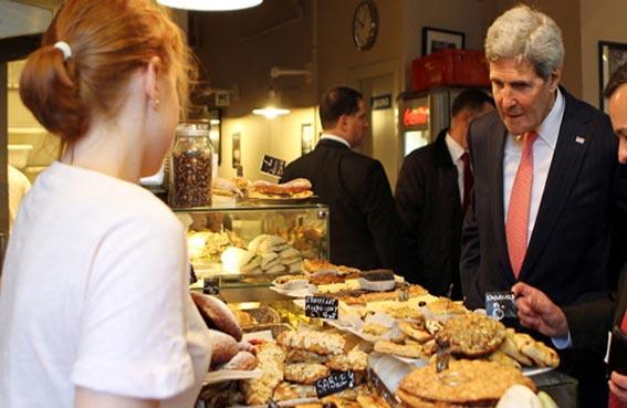 جون كيري بائع حلويات