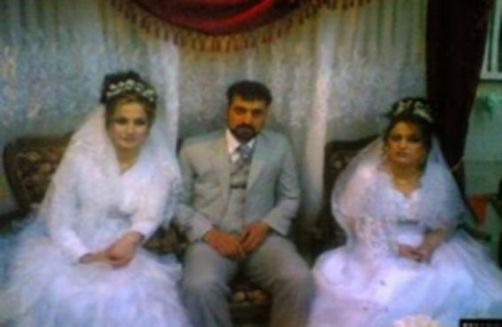 يتزوج من اثنتين في ليلة واحدة