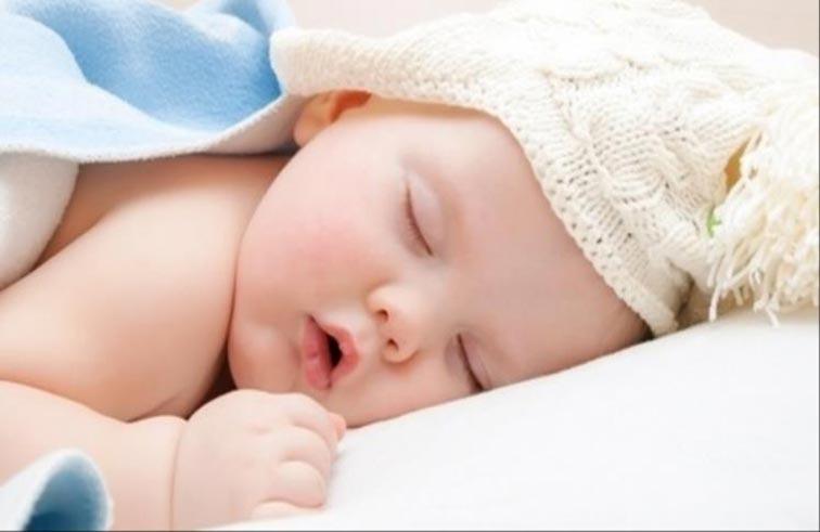 قلة نوم الطفل تعرضه للبدانة