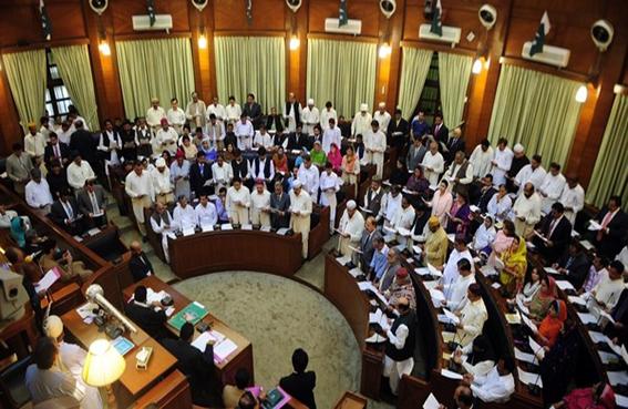 البرلمان الباكستاني الجديد يؤدي اليمين