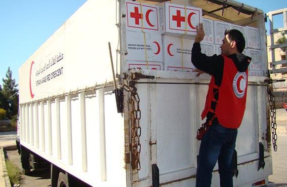 الصليب الأحمر يزيد المساعدت للسوريين