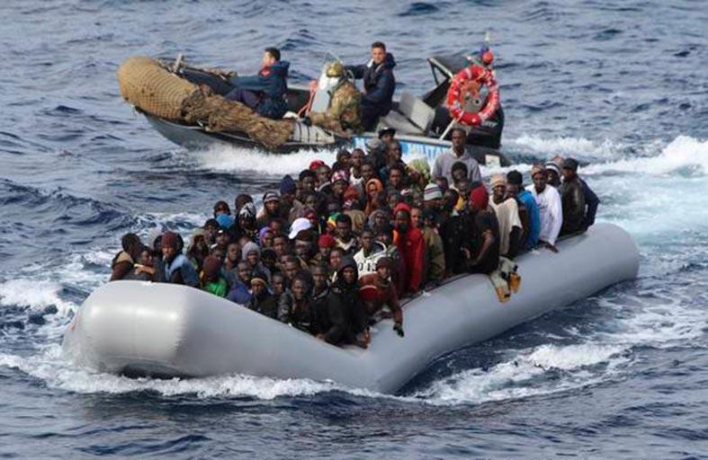 إنقاذ مئات المهاجرين قبالة صقلية