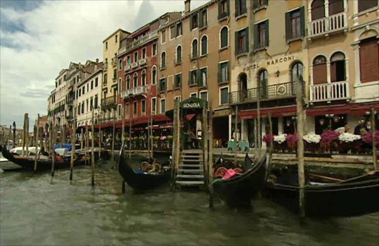 منشورات في فينيسيا تطالب السياح بالرحيل