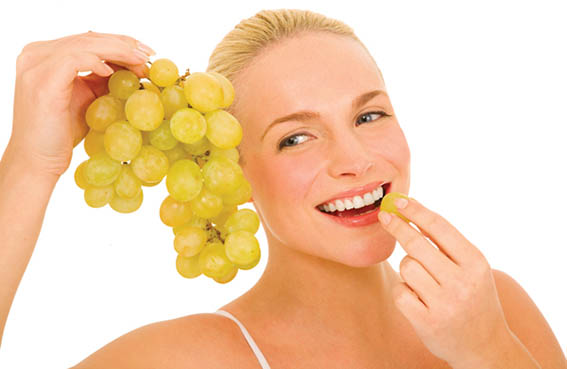 العنب الأخضر يقي من أمراض القلب والسرطان والشيخوخة