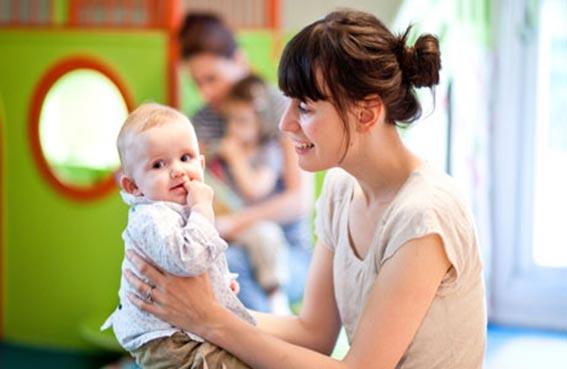 رابط مباشر بين حركة فم الطفل وفهم الكلمات المسموعة
