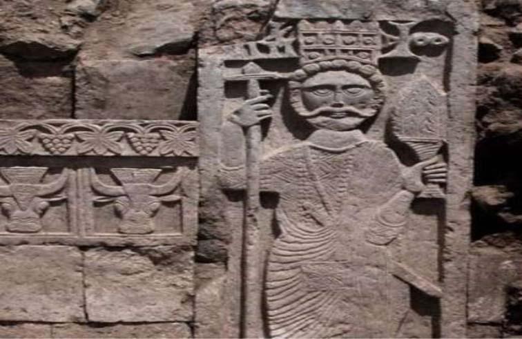 العثور على قطعتين آثريتين تعودان  إلى عهد الدولة الحميرية في اليمن