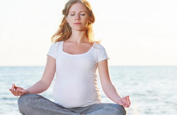 اليوجا مشكلة في آخر شهور الحمل