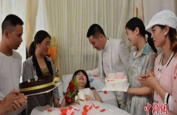 يتزوج مريضة بالسرطان داخل المستشفى