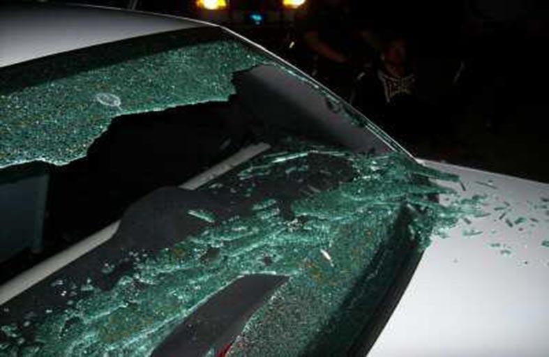 يقتلان طفلا لكسره زجاج سيارتهما
