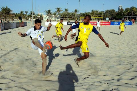 النصر يجتاز الفجيرة بدزينة أهداف والوصل يطوي عناد اتحاد كلباء في دوري الكرة الشاطئية